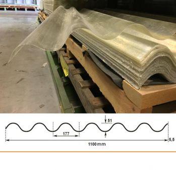 Deze golfplaat polyester is 90% lichtdoorlatend en hagelbestendig 122x110 cm.
